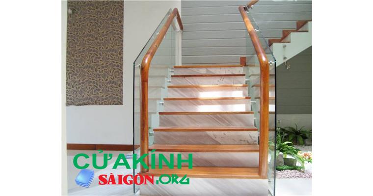 Cầu thang tay vịn gỗ giá rẻ, kiểu dáng sang trọng nhất 2019