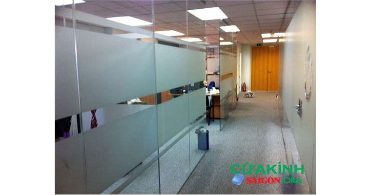 Cửa kính cường lực 2 lớp an toàn, đảm bảo chất lượng cho mọi công trình