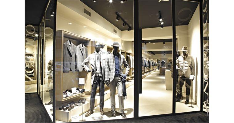 Cửa kính cường lực phù hợp cho shop quần áo thêm phần thời trang