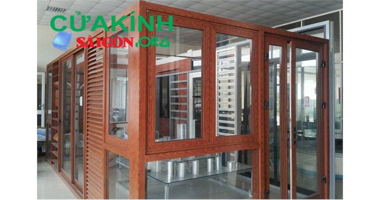 Mẫu cửa kính cường lực thủy lực khung gỗ đẹp sang trọng