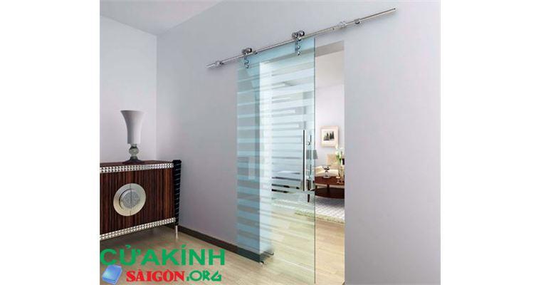 Cửa lùa kính cường lực thiết kế ngăn cách giữa các phòng