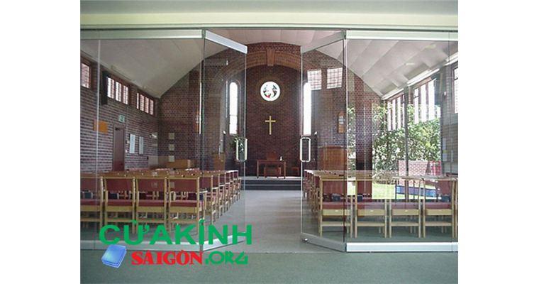 Cửa kính cường lực cho nhà thờ- thiết kế độc đáo cho kiến trúc nhà thờ