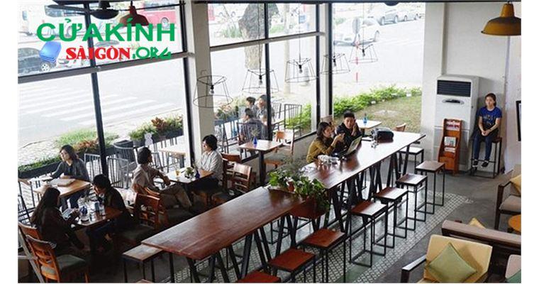 Cửa kính cường lực phù hợp cho không gian quán café