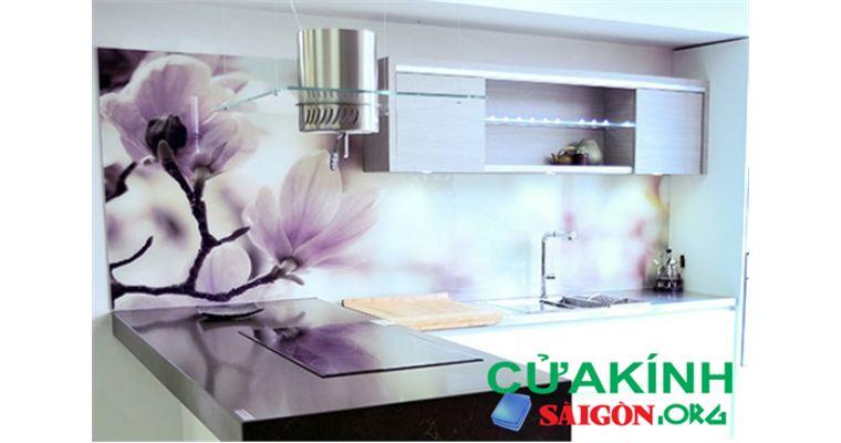 Những mẫu kính ốp bếp hoa văn thịnh hành cho căn bếp của bạn