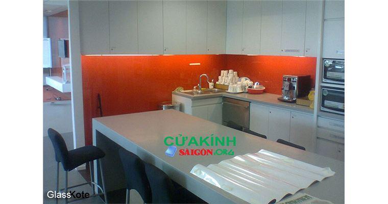 Kính màu ốp bếp Glasskote là gì? Tìm hiểu ưu nhược điểm Kính Glasskote