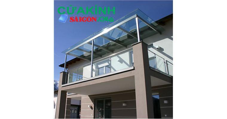 Thiết kế sang trọng với mái kính cường lực khung inox