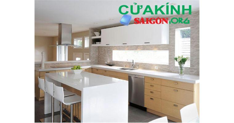 Các mẫu kính bệ bếp phù hợp với không gian gia đình