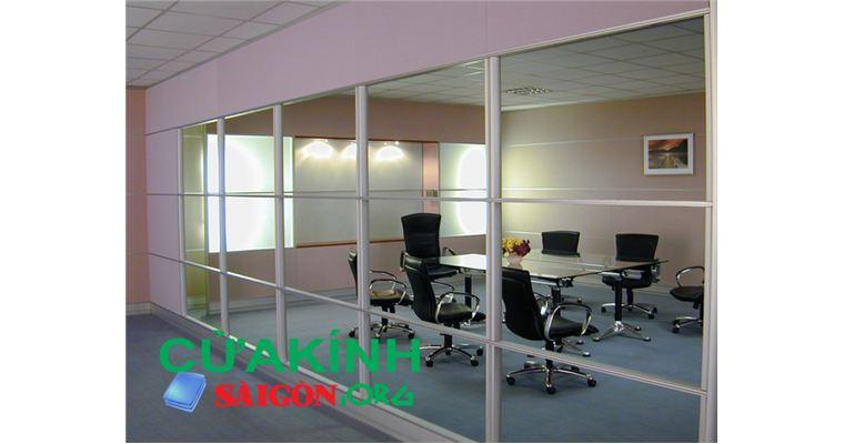 Tư vấn lựa chọn, lắp đặt vách kính văn phòng đảm bảo chất lượng tại Hà Nội