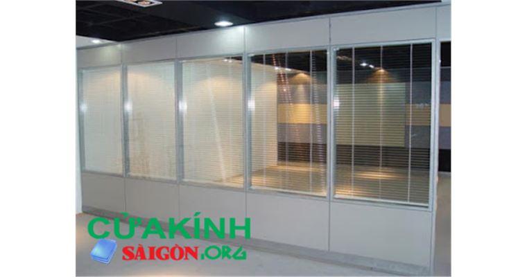 05 Mẫu vách kính khung nhựa lõi thép đảm bảo an toàn, chất lượng