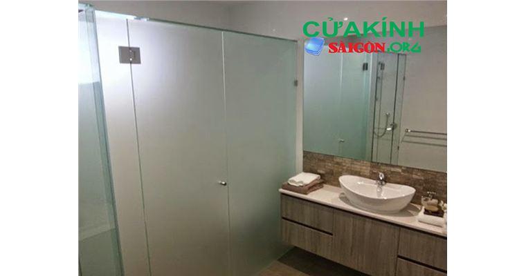 Sử dụng kính mờ phòng tắm mang đến sự riêng tư