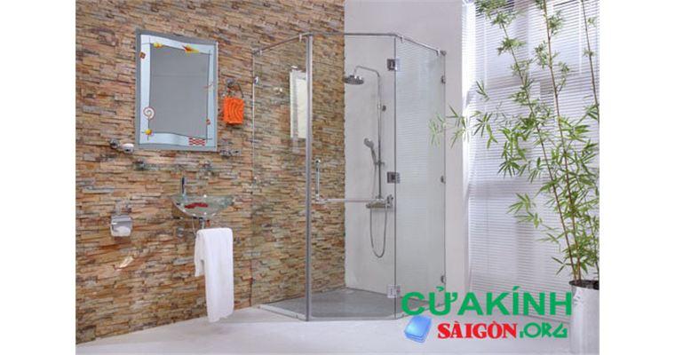 Cách vệ sinh vách kính nhà tắm bẩn lâu ngày