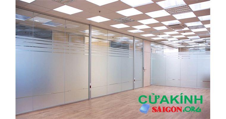 Tư vấn lựa chọn, lắp đặt vách kính văn phòng đảm bảo chất lượng tại Hồ Chí Minh