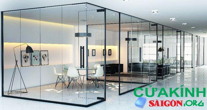 Vách kính ngăn phòng giữa các phòng làm việc